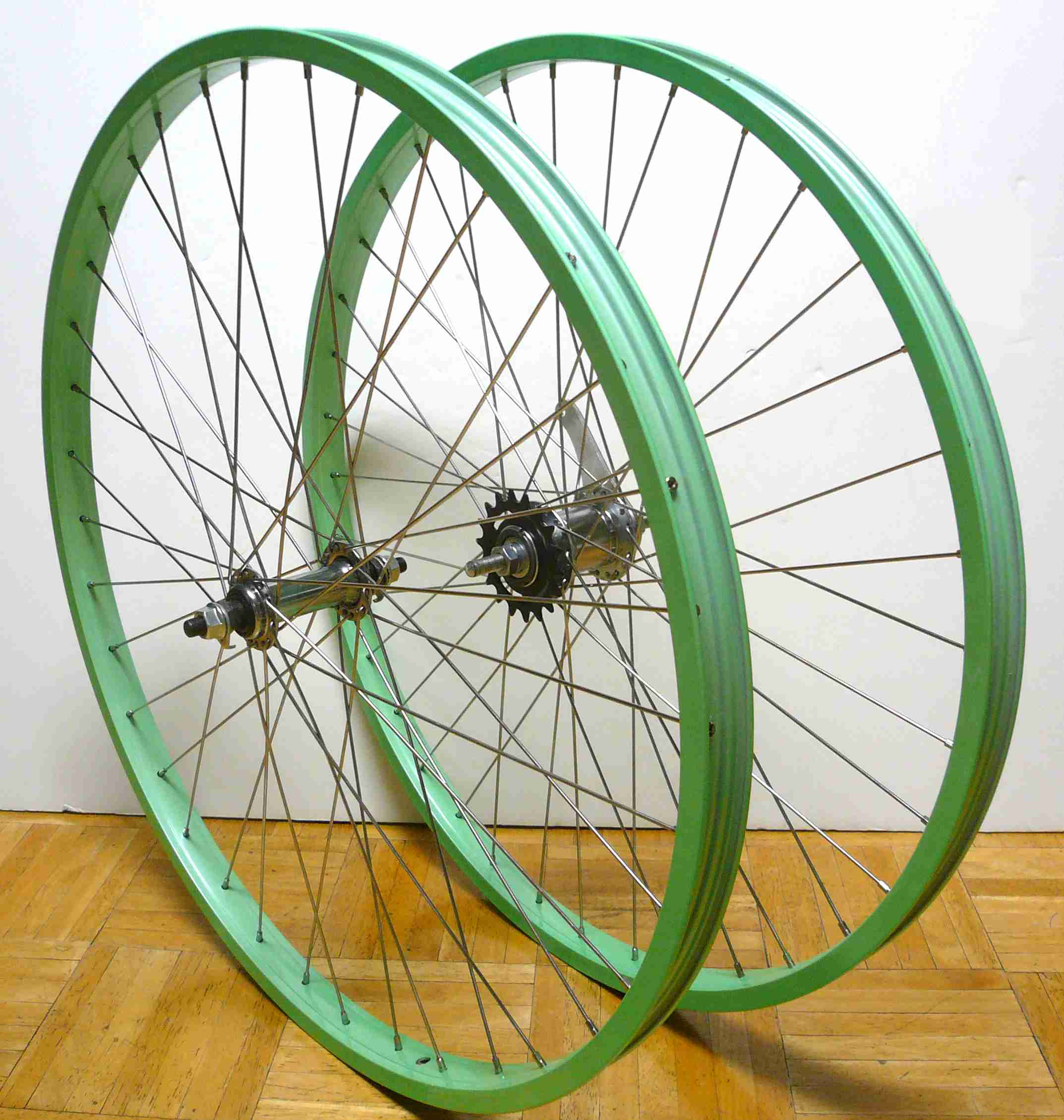 beach cruiser bike 20 rear front clincher wheels